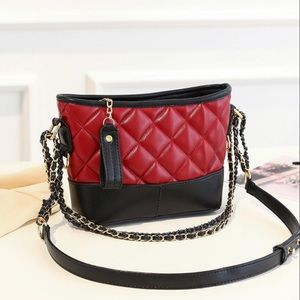 Handbags - 💥NEW💥 Quilted Vegan Leather Bag In Red